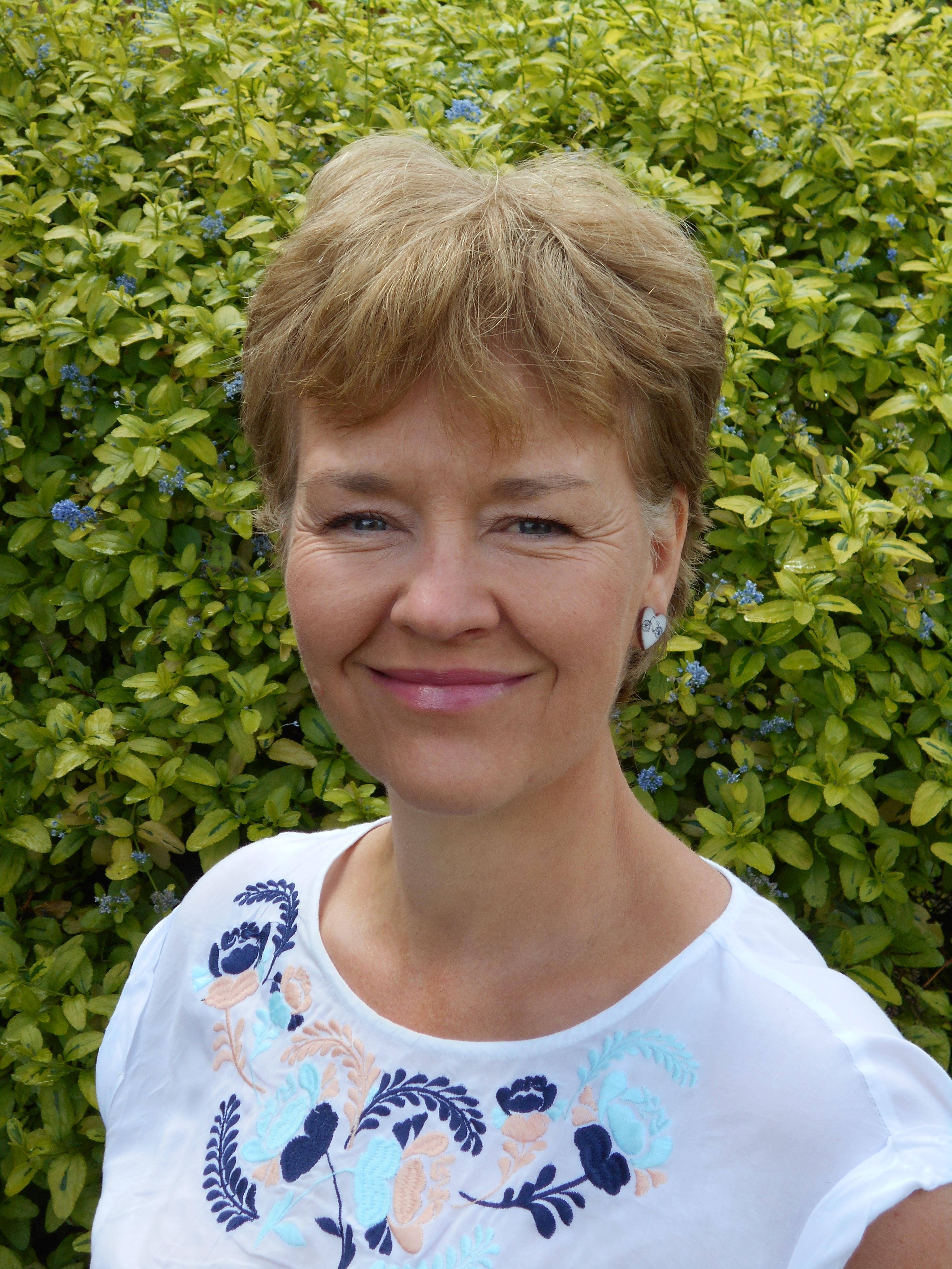 Paula Andrews Headshot