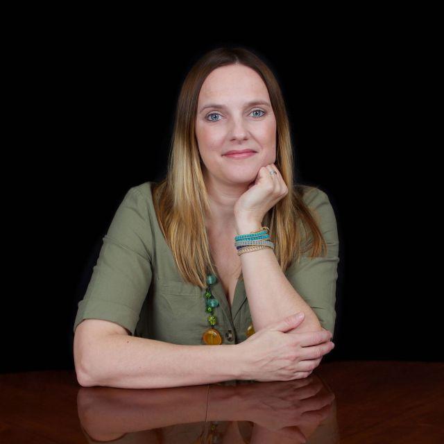 Nina Manning author profile pic